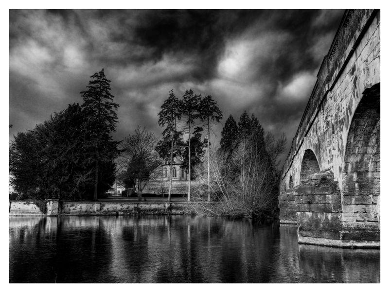 Black And White Photos Post 'Em-bridge.jpg
