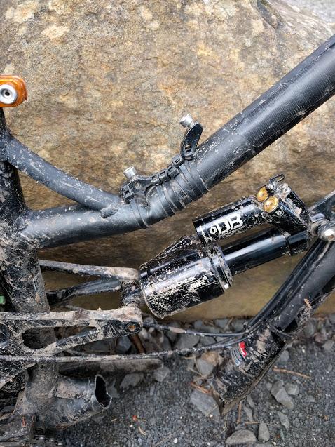 Possible crack?-buggered-bike.jpg