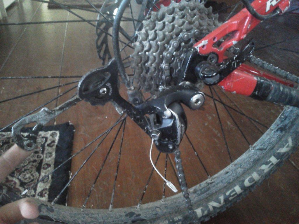 Derailleur Pulley wheel keeps coming off.-busted-derailleur.jpg