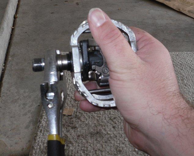 Shimano M545 pedal/cage interface rebuild-bw-009.jpg
