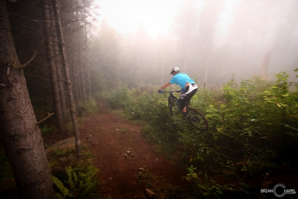 Canfield Brothers EPO Carbon 29er-c-anfield-brothers-epo-jumping.jpg