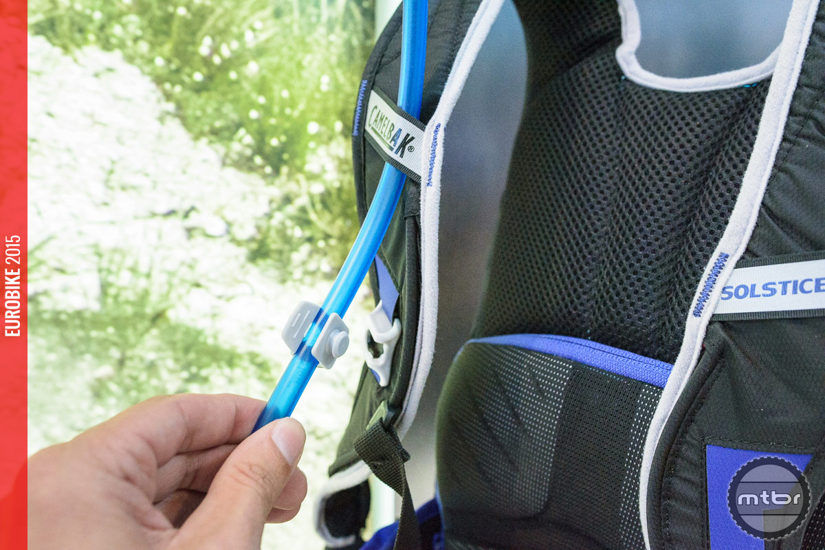 CamelBak Solstice 10 LR – the new magnetic hose attachment and S-shape shoulder straps with Velvetex lining.