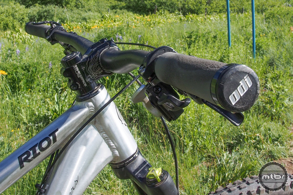 Bars on our test bike were 800mm wide, which was great for handling but a little tough in the trees.