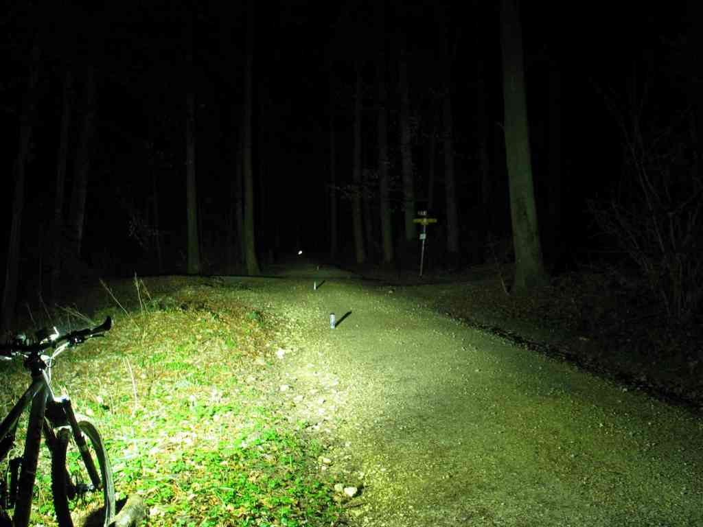Home Made Bike Light Database-cap-800ma-beamshot.jpg