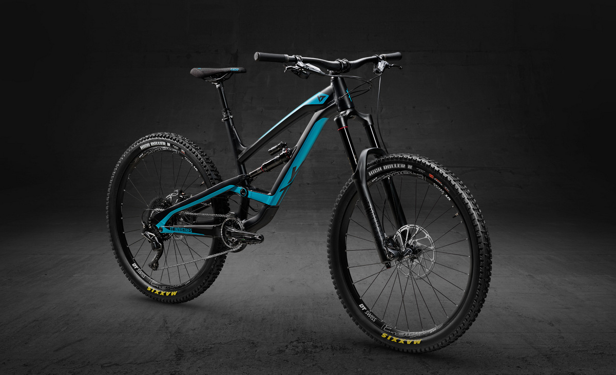 YT Capra 27 Aluminum in black pearl and teal blue color