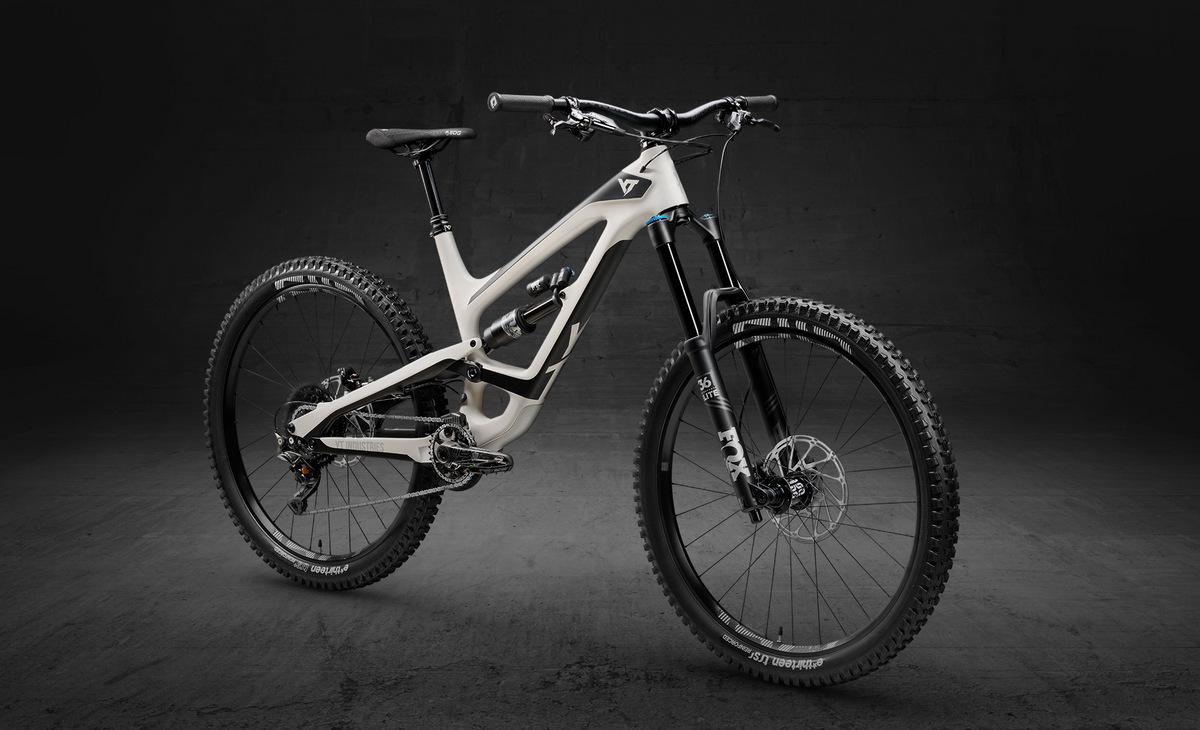 YT Capra 27 Carbon Fiber Pro in chalk white and black magic color