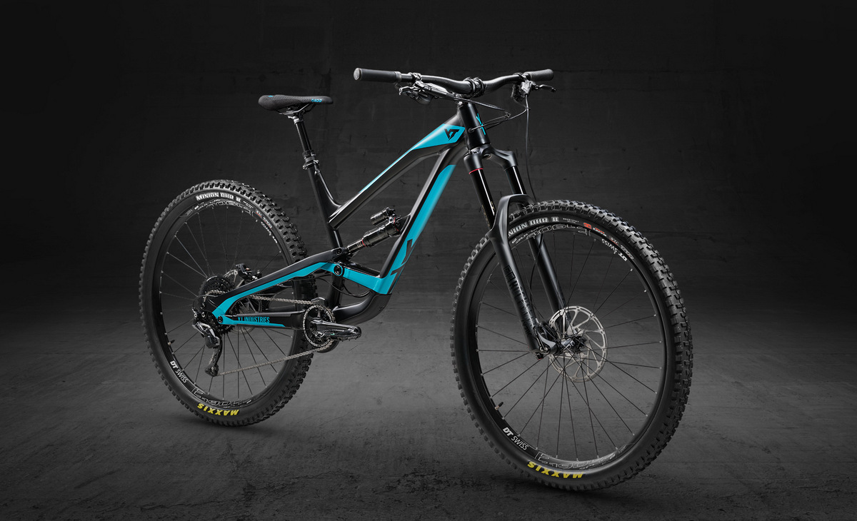 YT Capra 29 Aluminum in black pearl and teal blue color
