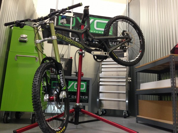 Real world images of DVO Jade coil shock, and Black Emerald Fork-cedrics-new-bike1-600x450.jpg