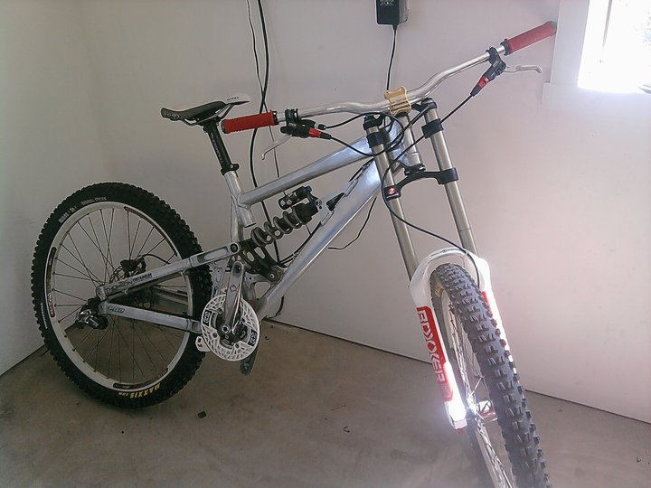 All fan/lovers/owners of raw frames share your pics! Just polished my DHR-chromeshocker1.jpg