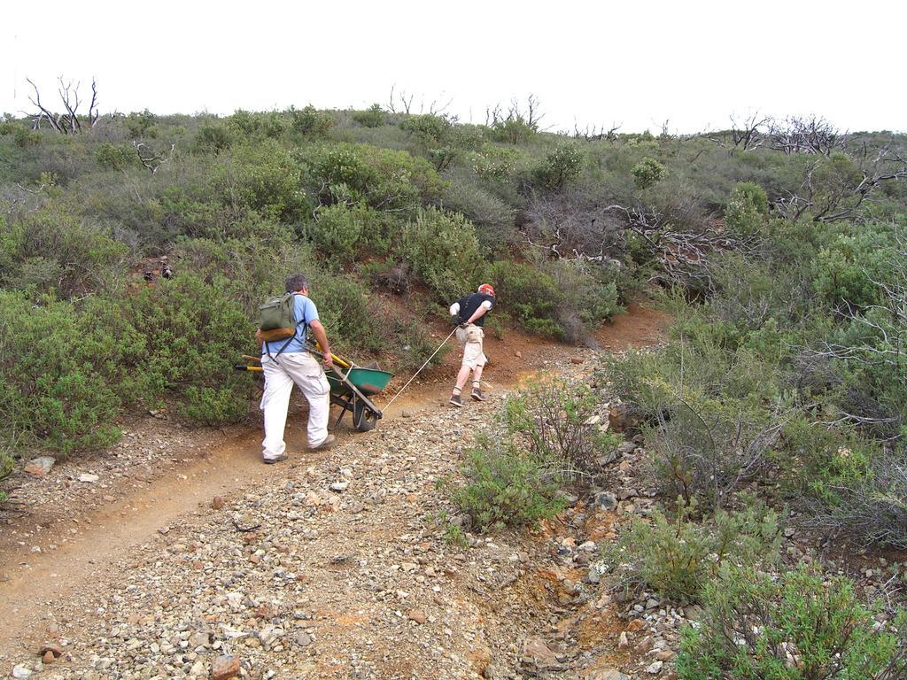 Carrying tools on foot.-cimg0705.jpg