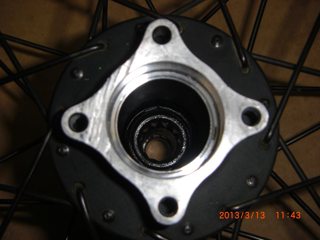 How do I take out the cartridge bearing from my rear hub (Coda Expert)?-cimg9255.jpg