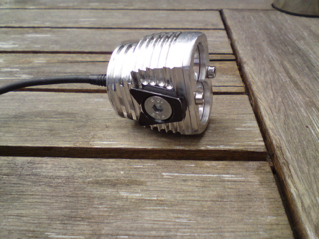 Metal handlebar mount?-cleat.jpg