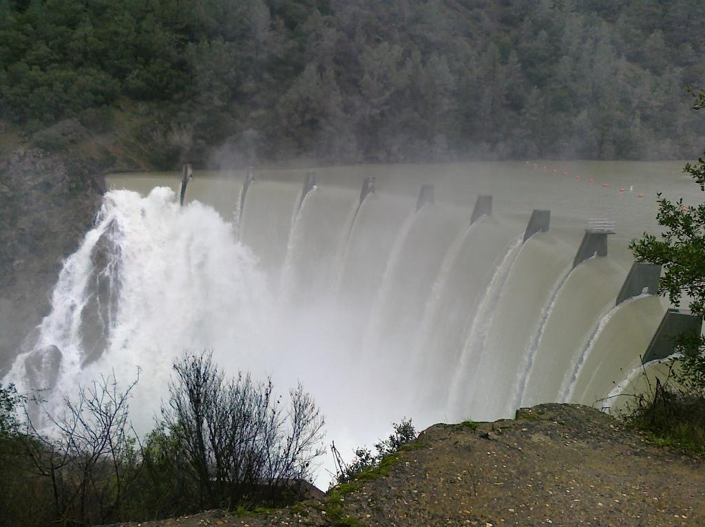 Photo Assignment: Rain-clem-dam-dec-19-2010-1.jpg