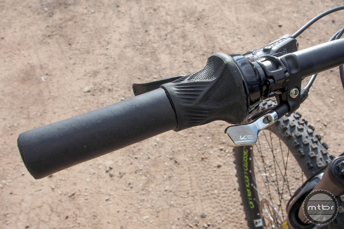 On the left side of the cockpit is a grip shifter to lock-out the rear shock and a well-placed KS Lev dropper post lever.