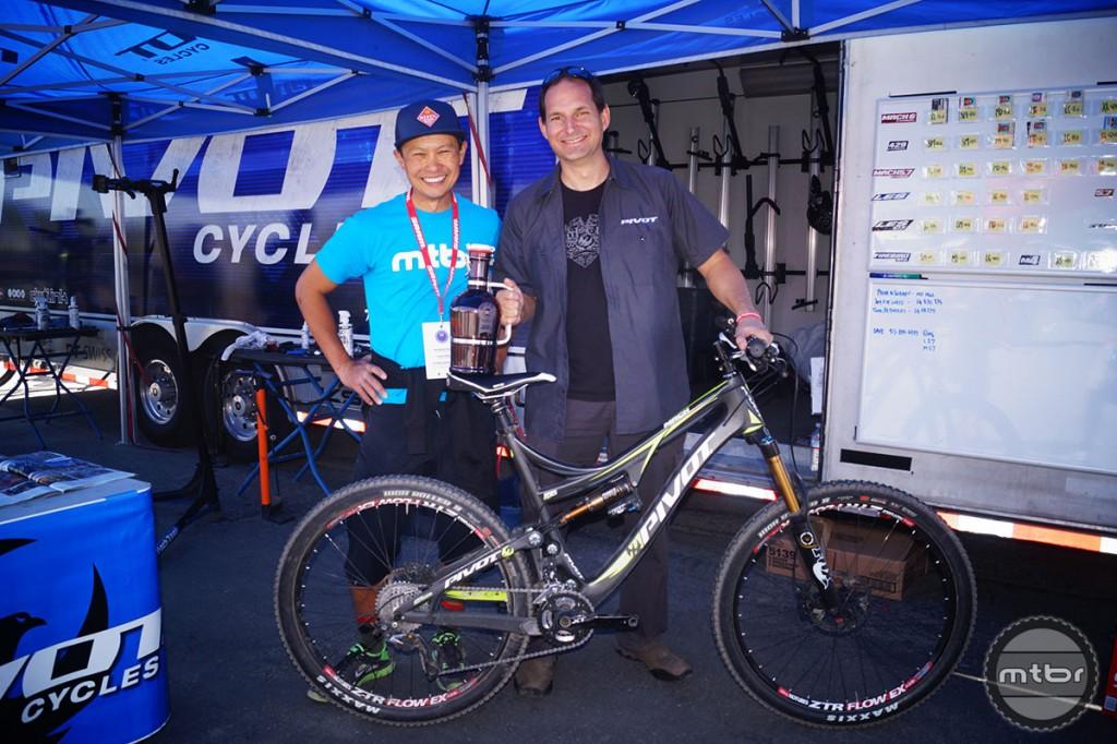 Pivot's Chris Cocalis (R) with Mtbr founder Francis Cebedo.