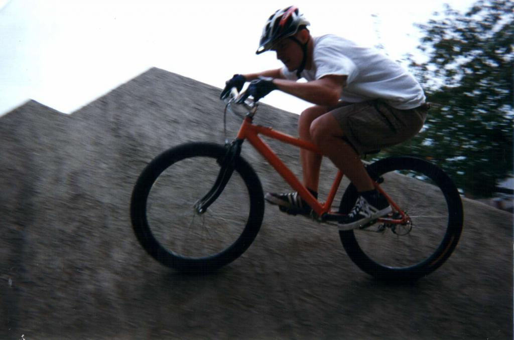 Vertigo Cycles Fatbike-cp-wall-ride.jpg