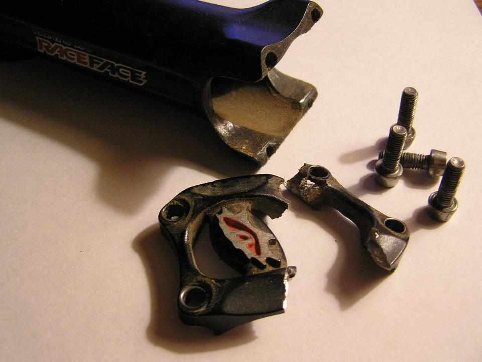 "A Mountain Bikes ""Service Life""-cracked05racefacestemfaceplate.jpg"