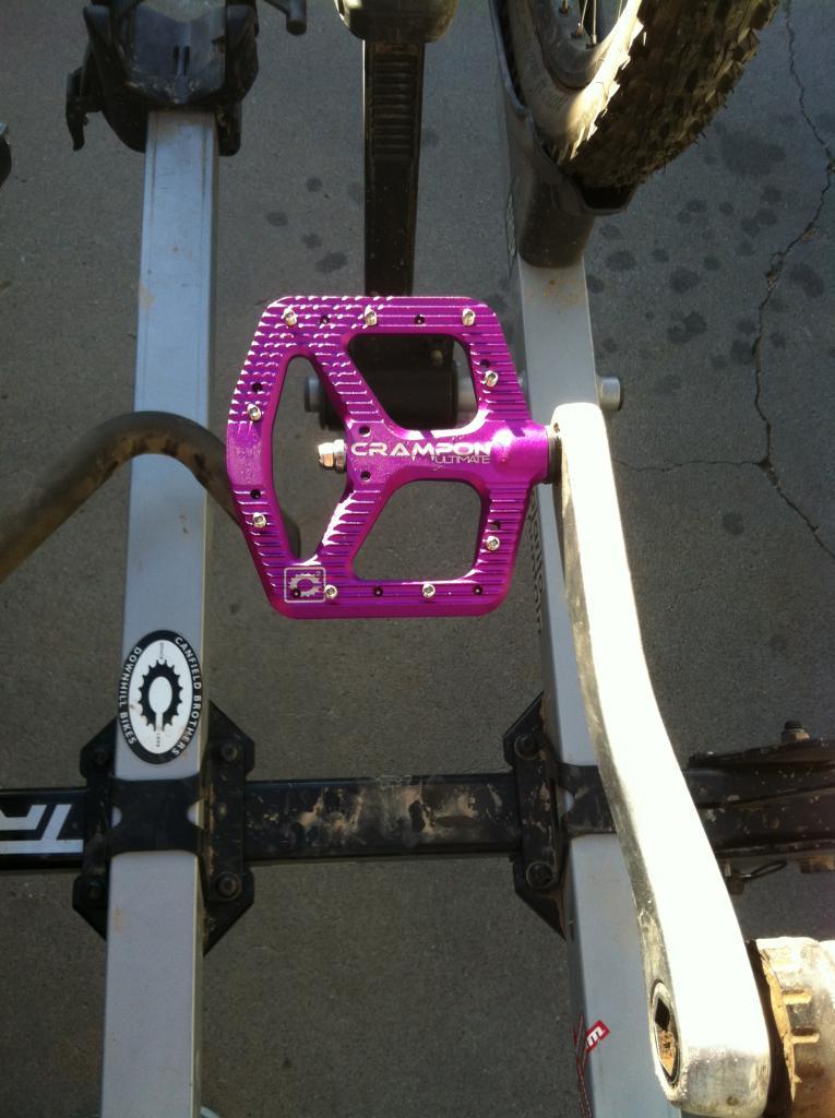 Platform Pedal Shootout, the best flat is...-crampon.jpg