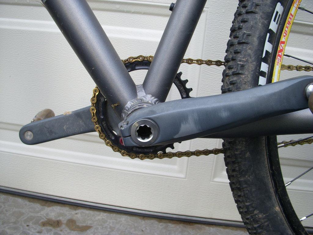 Moto bike check-crank-bolt.jpg