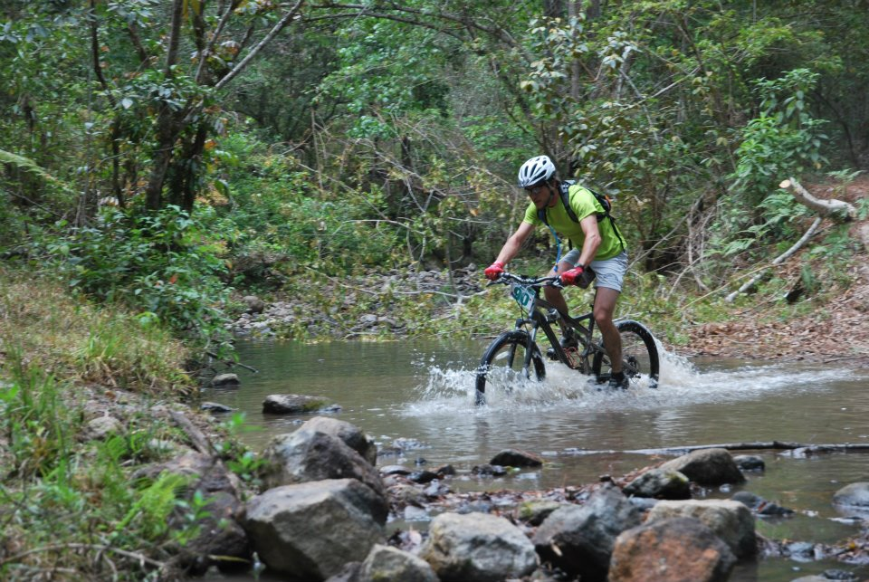 Riding through water.....-cruzando-el-rio.jpg