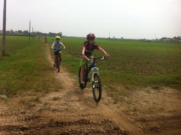 Mountain bike Vietnam-cycling-vietnam-family.jpg