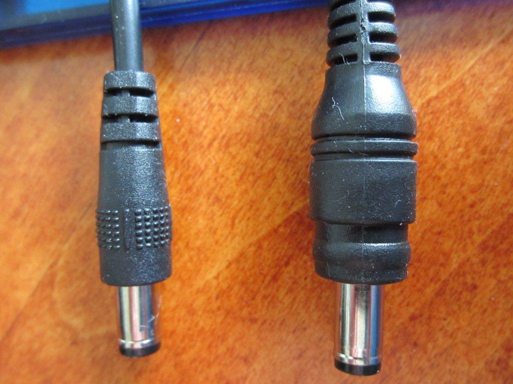 UltraFire D99 a promising new 2x light?-d99-connector-comparison.jpg