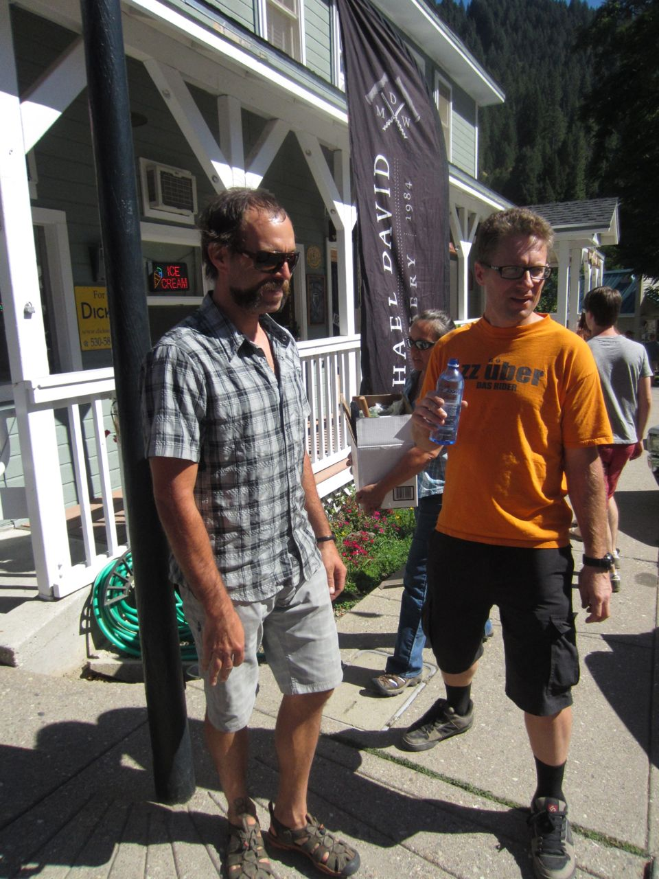 Dejay Birtch and Tim Cannard talking strategy before the first annual Downieville Classic Singlespeed All-Mountain race.
