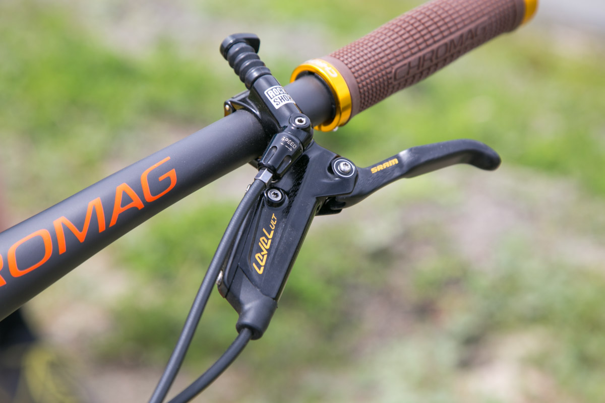 Custom SRAM Level brakes with gold accents.