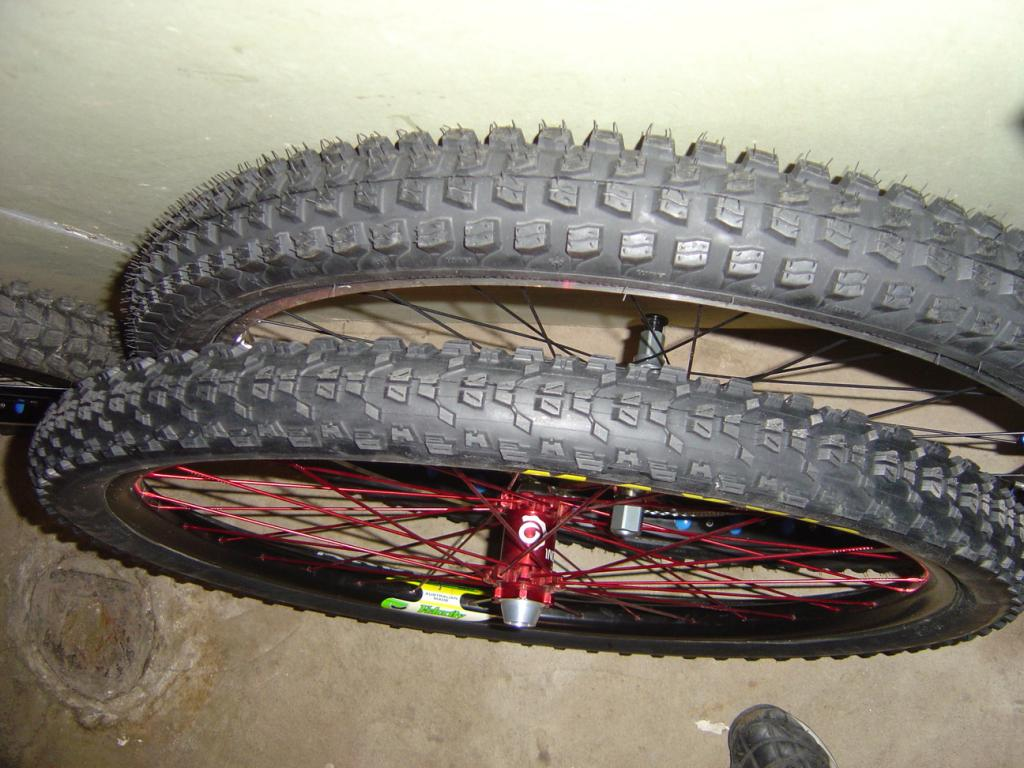 Clues about Surly's newest (fat?)bike-dh-29ers-2.jpg