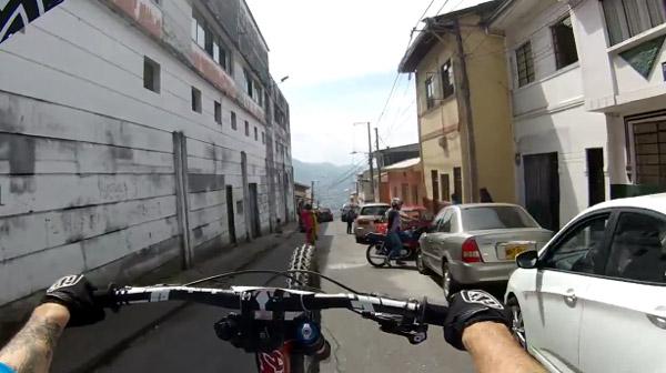 Manizales Urban DH - wheelie