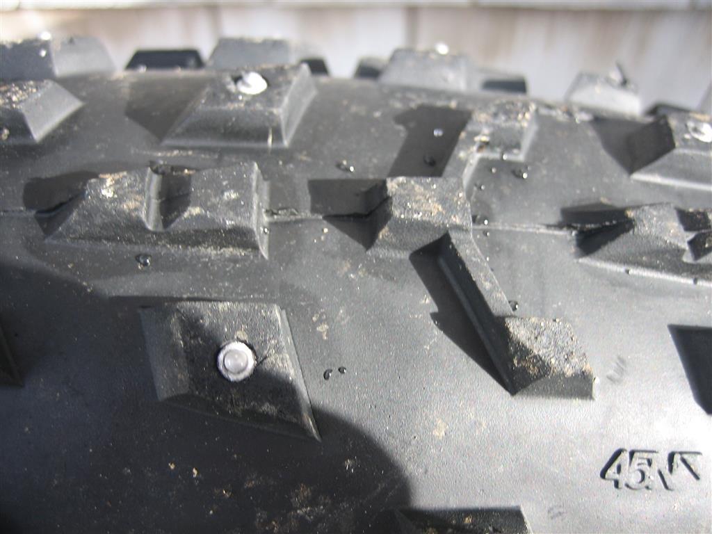 Farbar's tire shootout (Vanhelga, Bud/Lou, Dillinger 5, Bulldozer...)-dillinger-studs-medium-.jpg