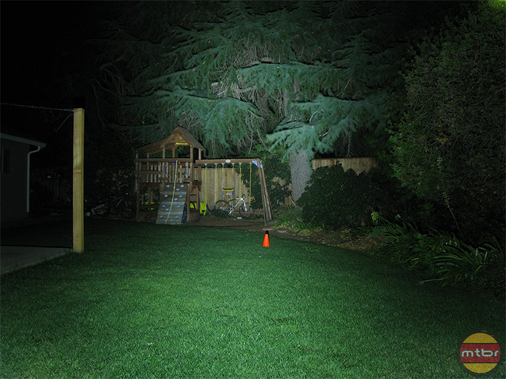 Dinotte 1200L Backyard Beam Pattern