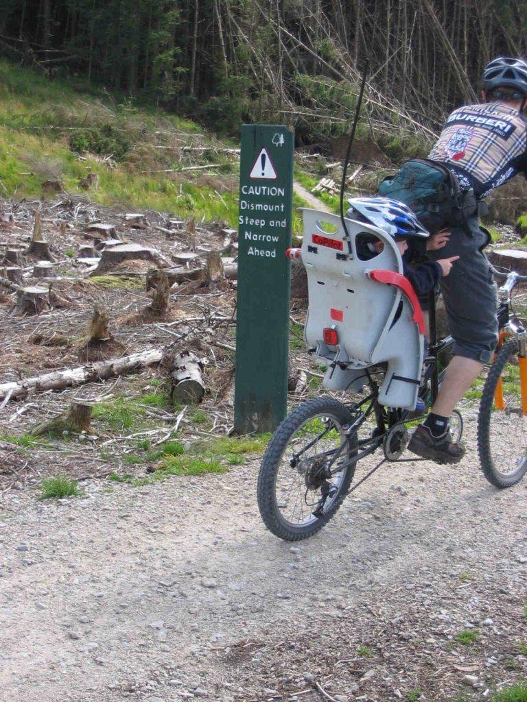 Single wheel, suspended kids trailer?-dismount1.jpg