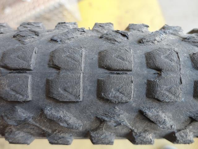 Poll: 36er tires-dsc00442.jpg