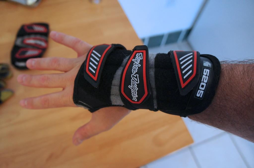 Troy Lee Designs 5205 Wrist Guard Review-dsc00798.jpg