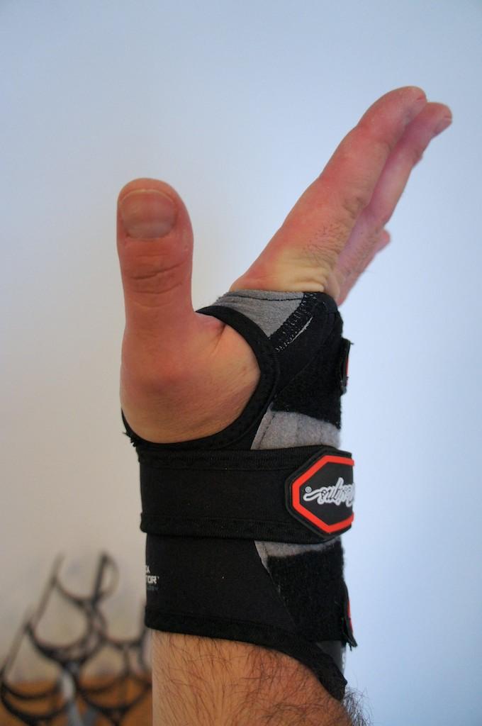 Troy Lee Designs 5205 Wrist Guard Review-dsc00799.jpg