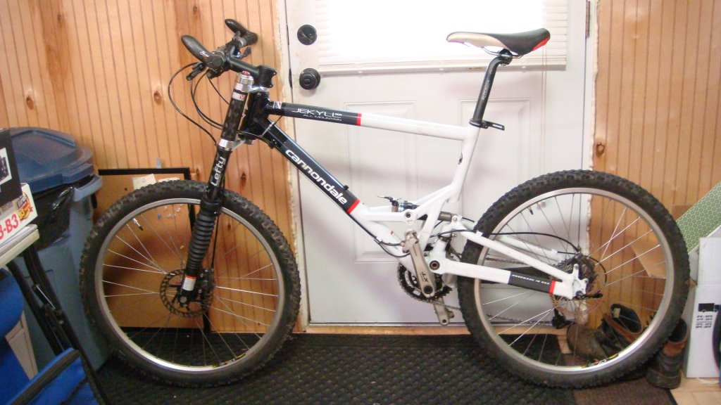 Show us a picture of your 26er MTB that you still use on the trails-dsc03682.jpg
