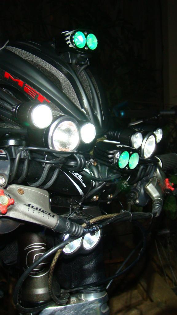 http://forums.mtbr.com/attachments/lights-night-riding/683682d1332511099-magicshine-mj-880-mj816e-dsc03899.jpg