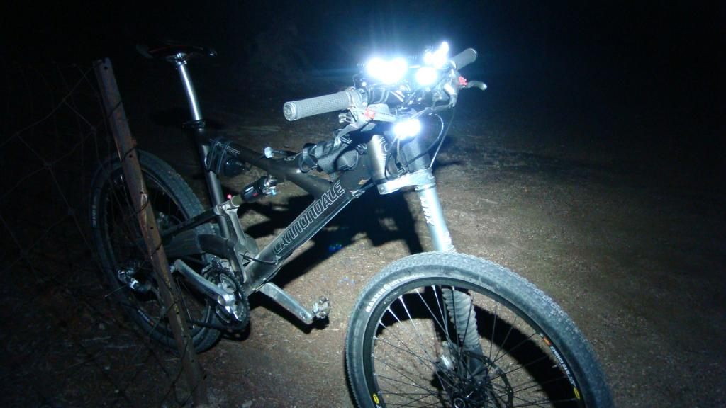 http://forums.mtbr.com/attachments/lights-night-riding/683681d1332511099-magicshine-mj-880-mj816e-dsc03917.jpg