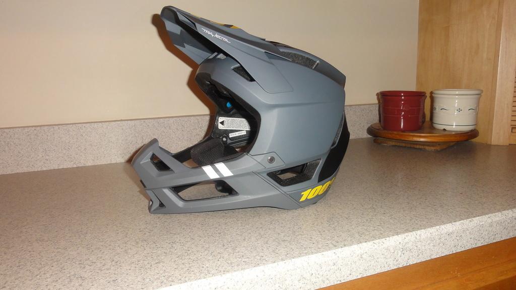 Full face enduro helmet shootout thread (non-removable chin guards)-dsc05812.jpg