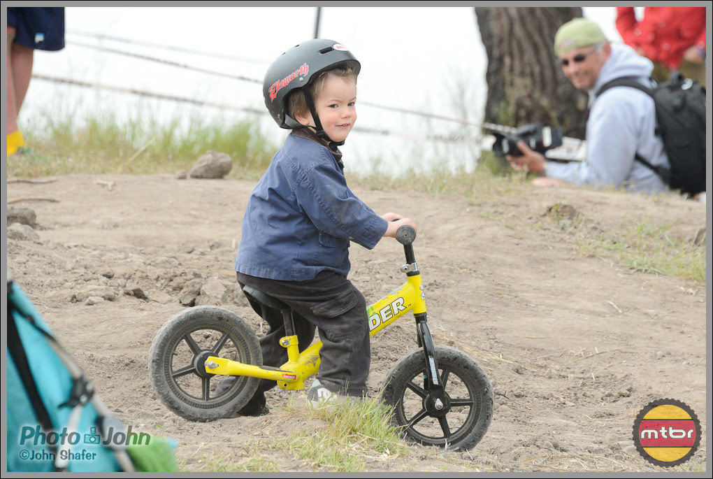 Enthusiastic Sea Otter Downhill Spectator