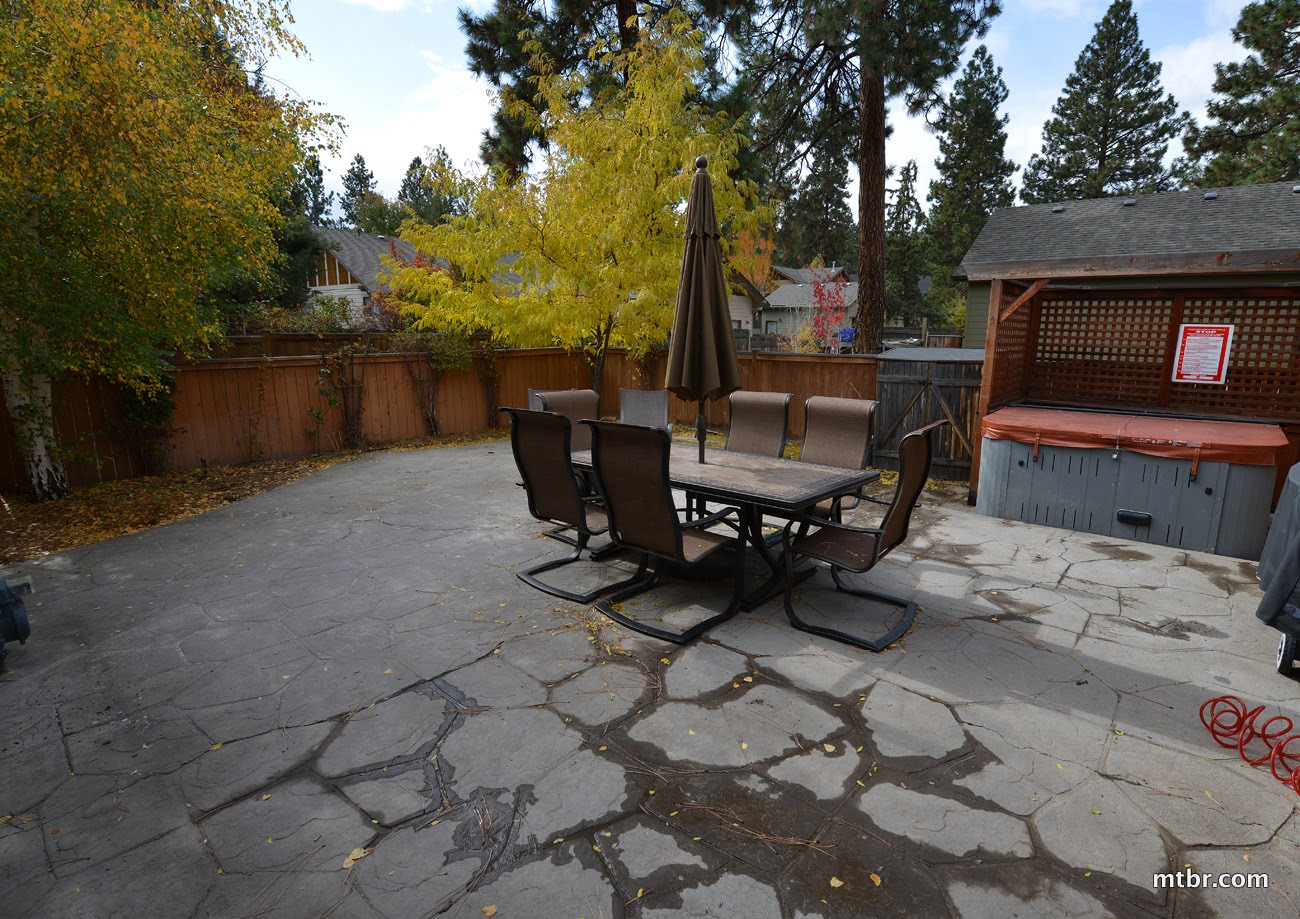 Bend Home Outdoor Patio