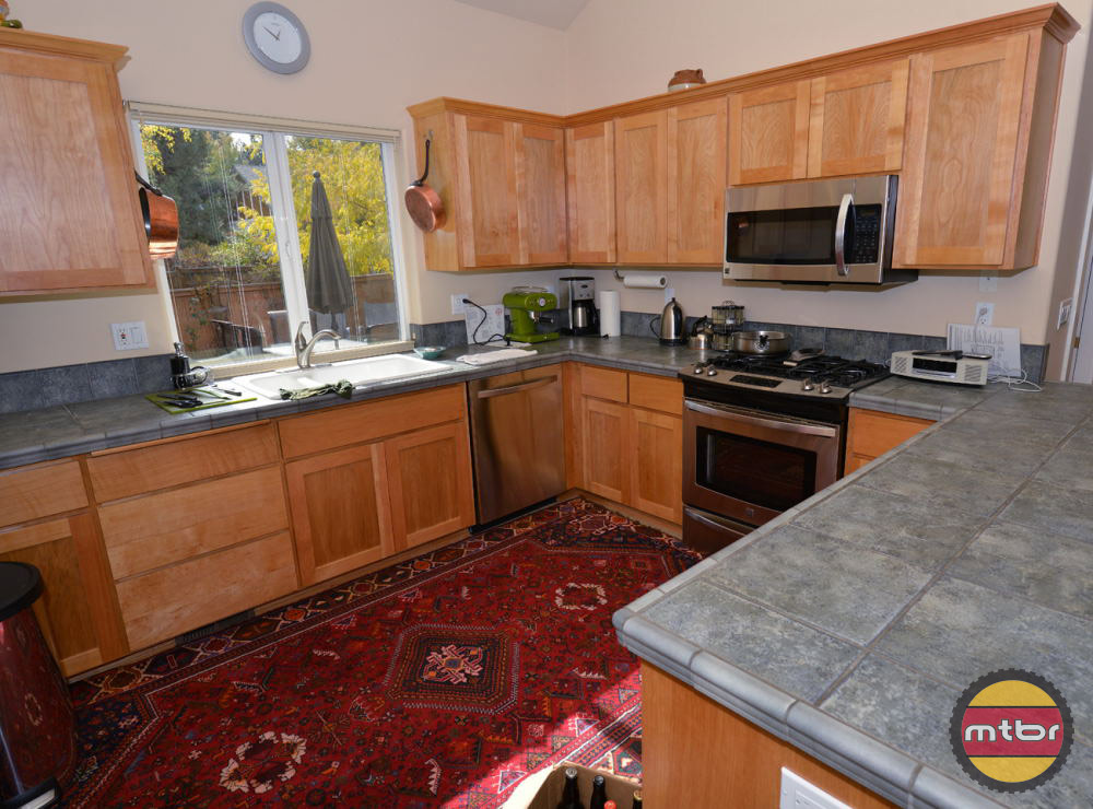 Alpenglow Vacation Rentals House Kitchen
