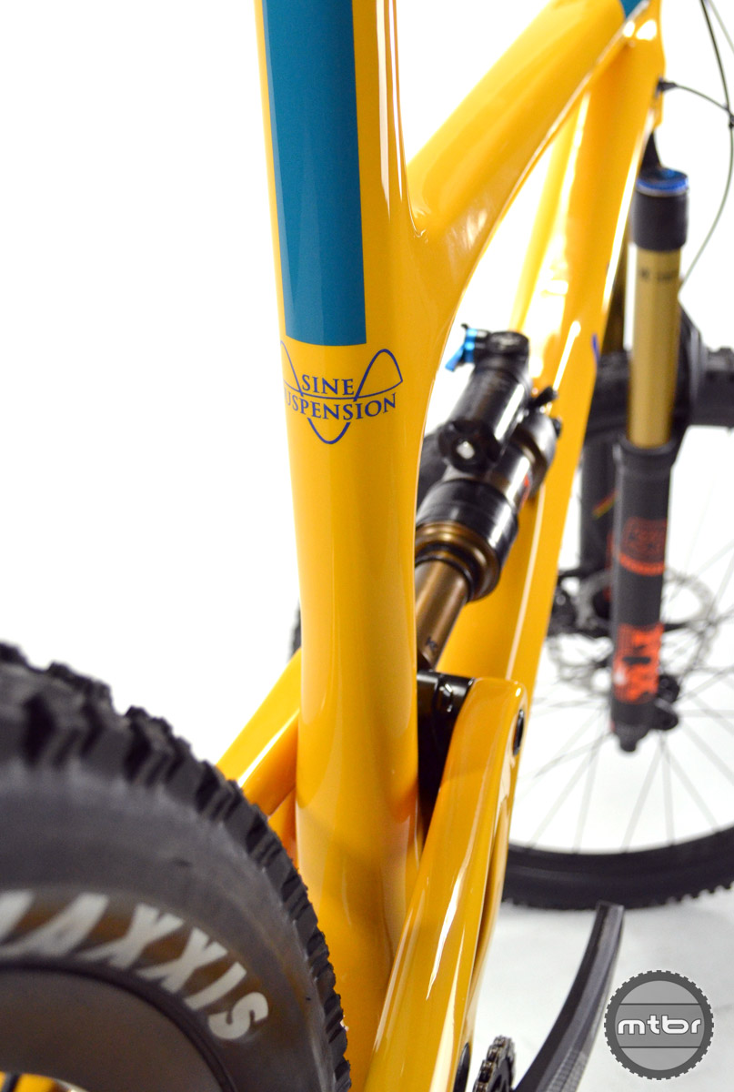Chainstays are a middle-of-the-road 438mm, and seat tube angle is 73.5 degrees across all four frame sizes, S-XL.
