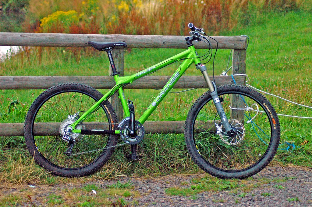 hardtail vs full suspension mountain bike bicycling and. Black Bedroom Furniture Sets. Home Design Ideas