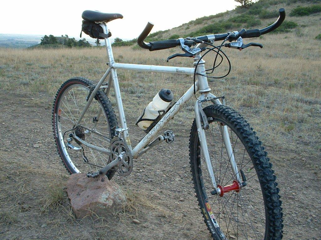 Old riders, old bikes.-dscf0016.jpg