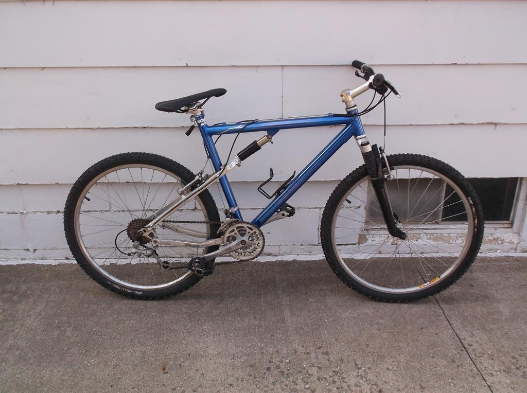 Help me identify this vintage mountain bike-dscf4704.jpg