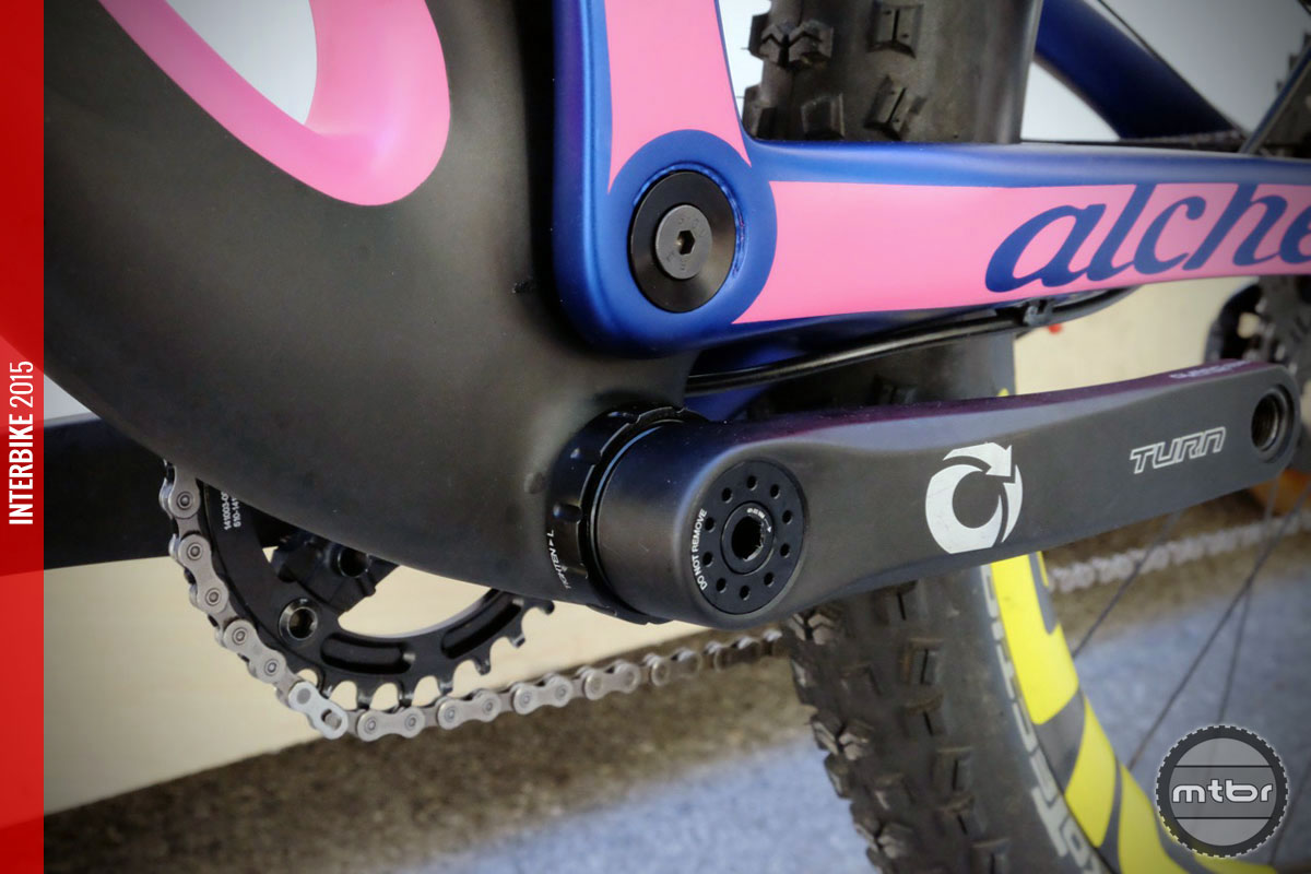 No matter what you think of that paint scheme, you have to like the threaded bottom bracket.