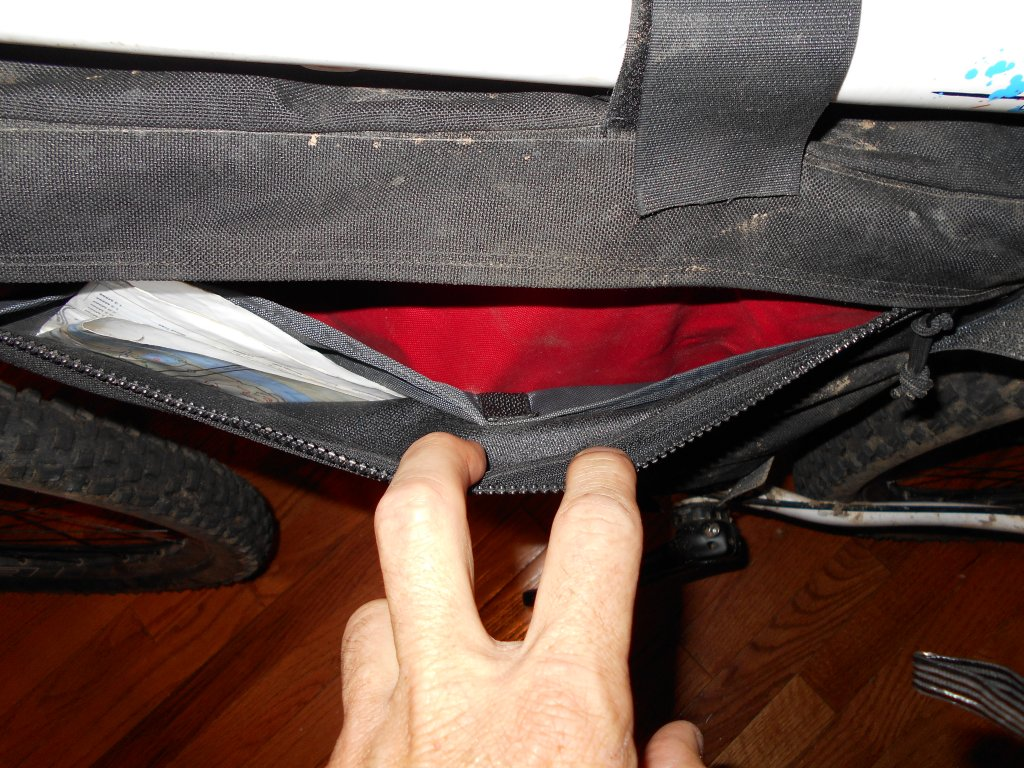 Hydration Bladder in a frame bag?-dscn0012.jpg