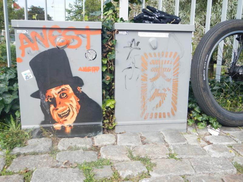 Graffitti....seen any....Post some Pics..-dscn0877.jpg